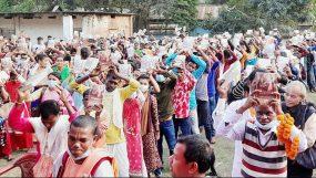 খাদিমনগর চা বাগানে শিক্ষার্থীদের মাঝে গীতা বিতরণ
