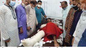 রশিদপুরে সড়ক দুর্ঘটনায় আহতদের পাশে এমদাদ চৌধুরী